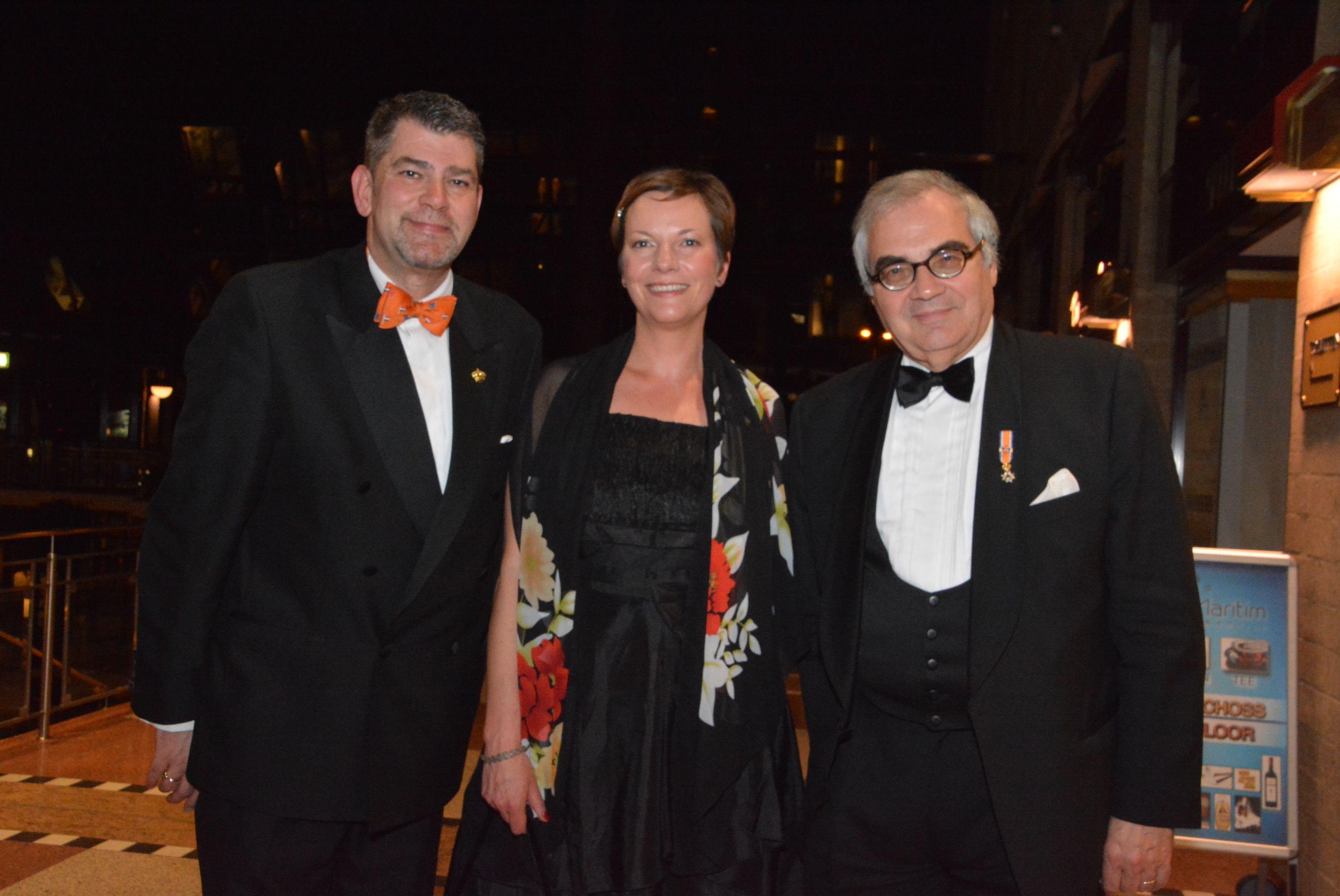 Diplomatische Annäherung: Jean Möhring, Alexandra Klaus (NBTC) und Thomas Läufer, Botschafter a.D. in Den Haag
