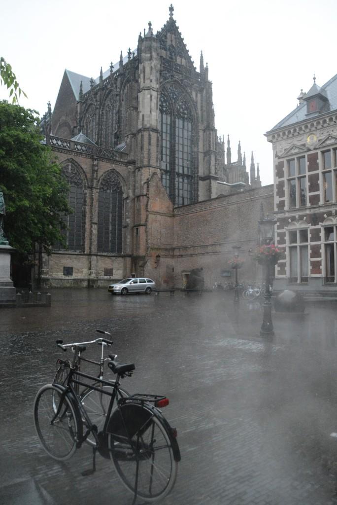 Weißer Rauch steigt auf: Noch aber ist nicht beschlossen, ob der Dom wiederaufgebaut wird