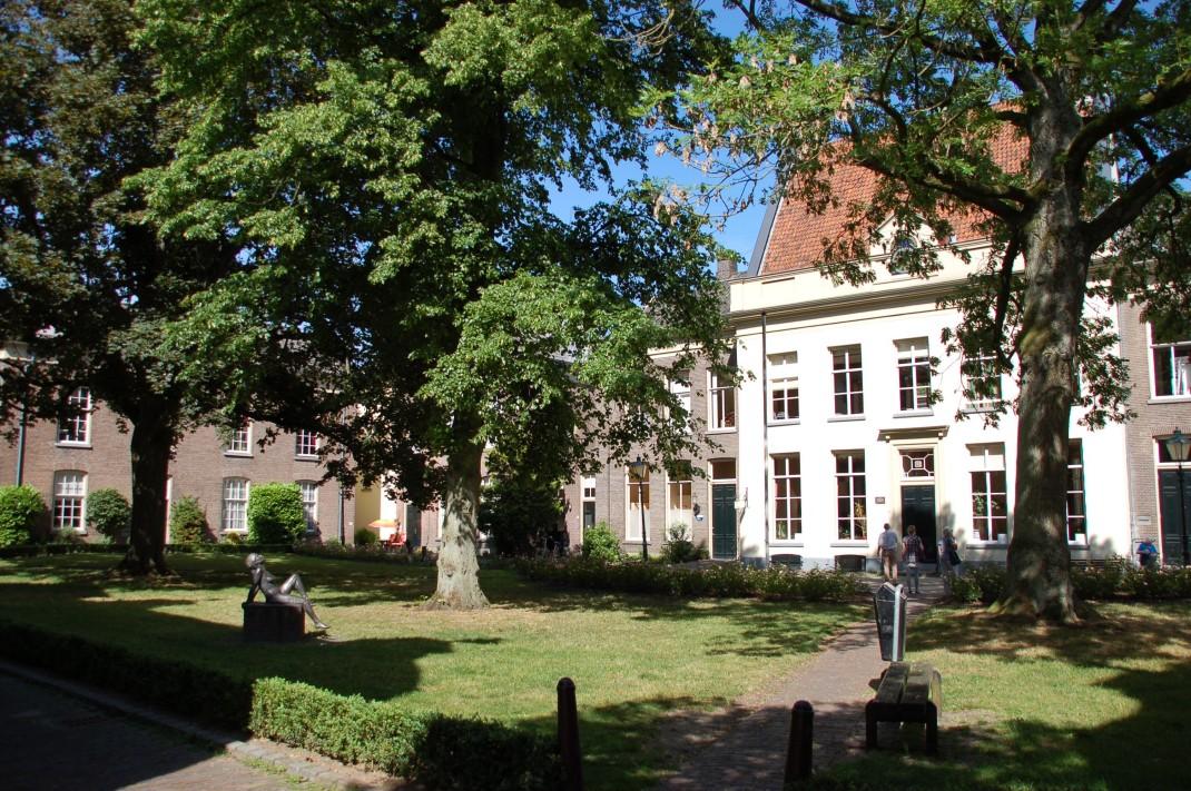 Anlagen wie der Oude Bornhof gelten als Vorläufer moderner Wohnanlagen