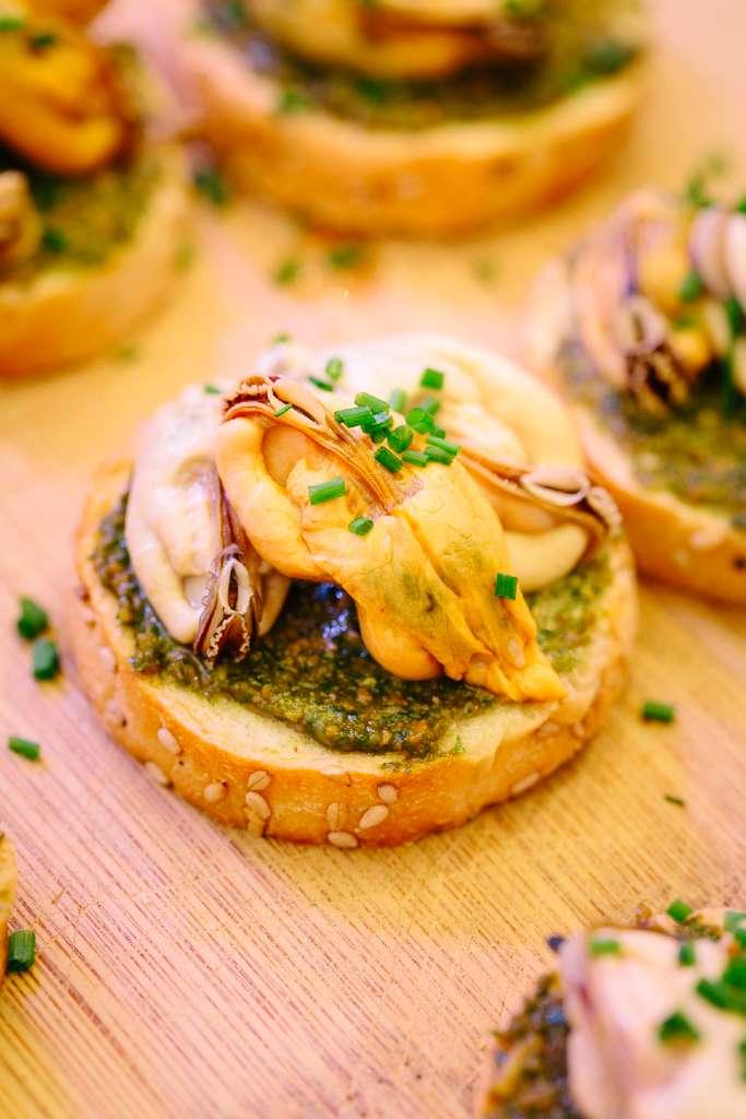 Ein Canapé mit Muscheln aus Zeeland