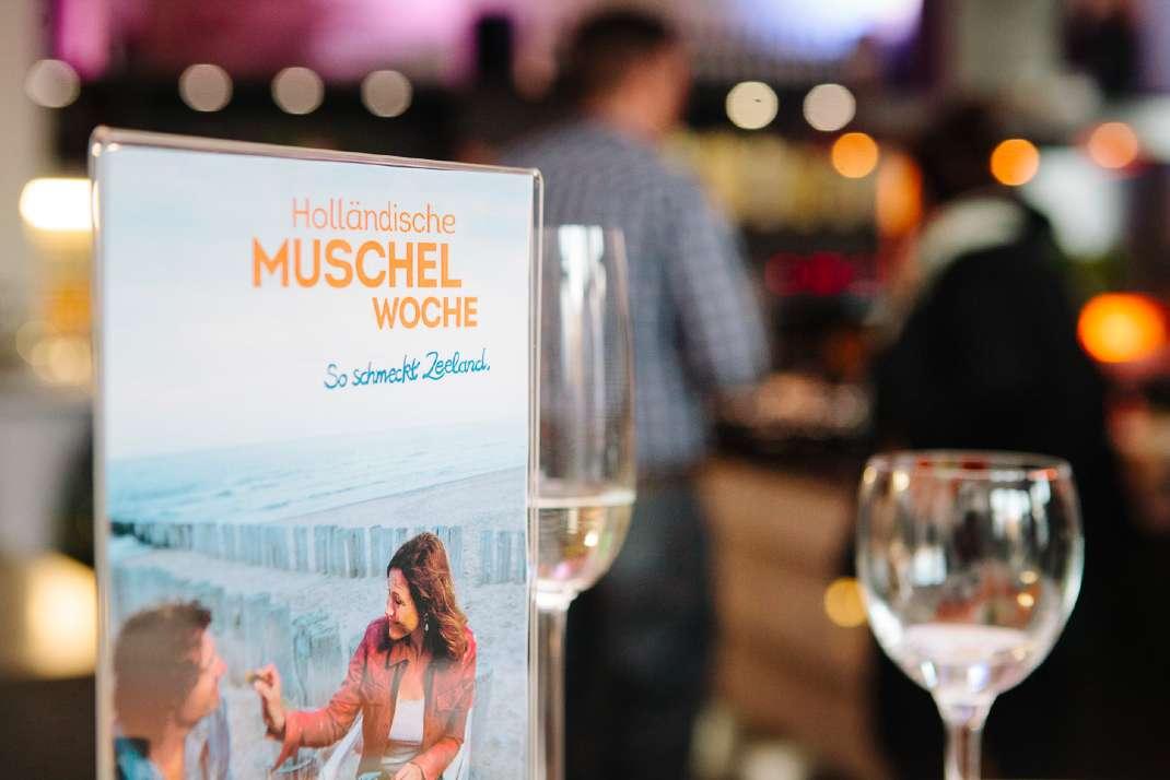 Muscheln und Wein aus der niederländischen Provinz Zeeland