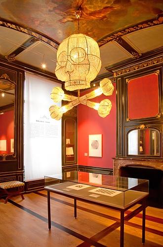 Ungewöhnliche Kronleuchter erhellen das Museum Escher in het Paleis in Den Haag