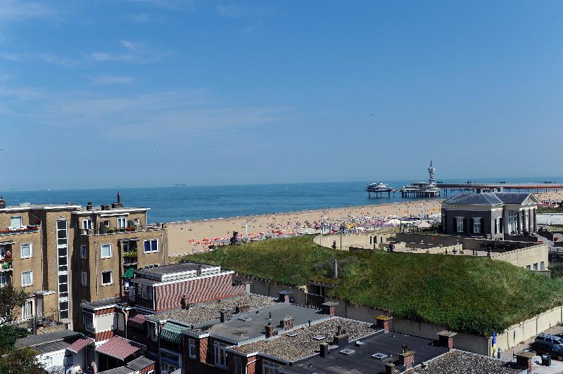 Von der oberen Etage des Hotel Andante hat man einen guten Blick auf den Strand von Scheveningen.