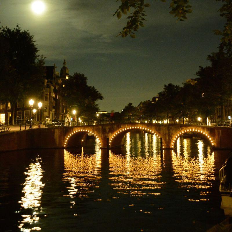 Hach, wenn sich das Licht der Brücken im Wasser spiegelt...