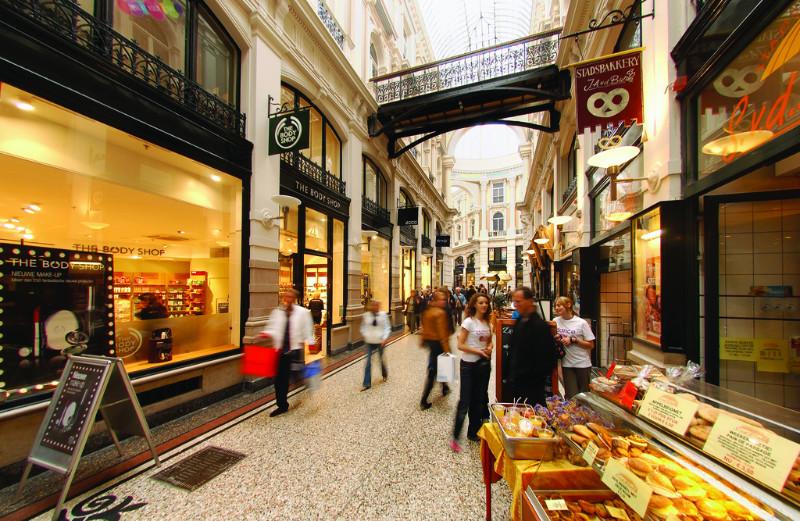 Schmucke Einkaufspassage in Den Haag.