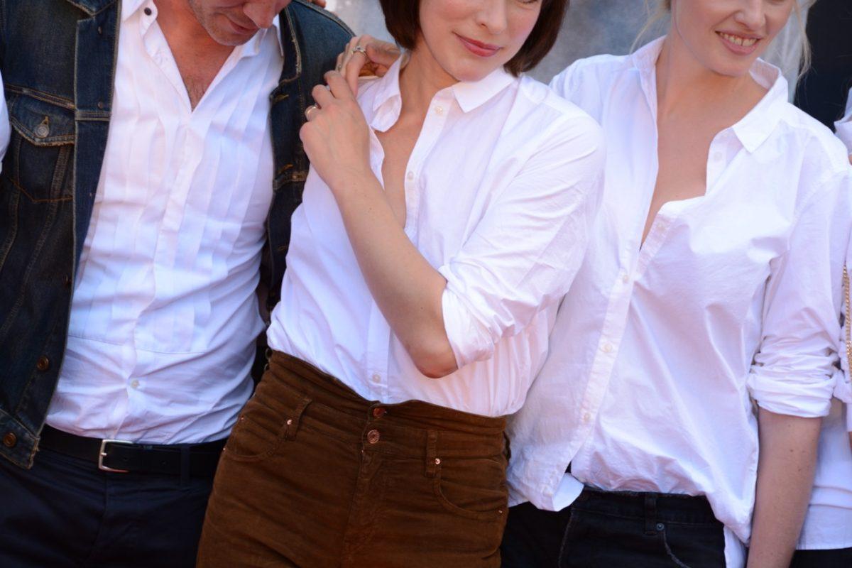 Milla Jovovich mit Kurator Thierry-Maxime Loriot und Kollegin Auermann