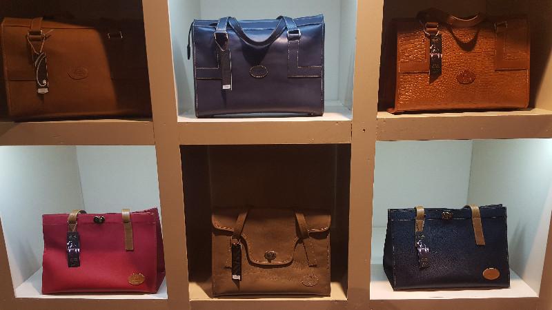 Die Auswahl der Modelle des Designers Omar Munie reicht von klassisch....
